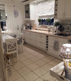 Cottage Kitchens, House And Home, Ikea, Kitchen Designs, Shabby, Sweet  Home, Instagram, Cooking, Decor, Cottage Chic, Food Dinners, Do It  Yourself, Tile, ...