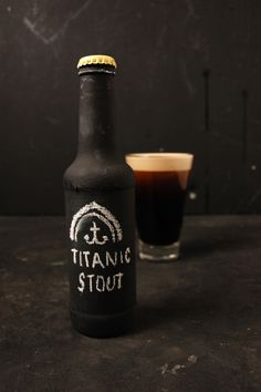 Creative Stout, Beer, Chalkboard, Packaging, and - image ideas & inspiration on Designspiration Craft Bier, Dark Beer, Bottle Packaging, How To Make Beer, Beer Label, Wine And Beer, Best Beer, Beer Brewing, Beer Lovers
