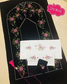 Kanaviçe Etamin Seccade Modelleri 32 Adet En Güzel Şablonlar Diys, Cross Stitch, Embroidery, Crochet, Punto De Cruz, Needlepoint, Bricolage, Seed Stitch, Do It Yourself