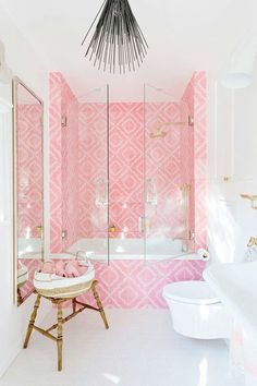 We love these pink bathroom tiles, dont you? Interior Design Pictures, Interior Design Courses, Bathroom Interior Design, Kitchen Interior, Apartment Interior, Design Kitchen, Modern Interior, Kitchen Decor, Design 3d