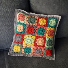 pretty color combo.....  cushion in rich barvičkách