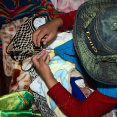 Your purchases empower artisans and help children in need in Bolivia. One beanie = Five meals I One bracelet = One dental care. Tribal Fashion, Unique Fashion, Indigenous Art, Children In Need, Bolivia, Creative Photography, Women Empowerment, Charity, Travelling