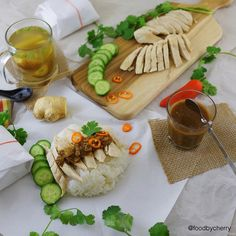 "Dinner   #homemade ""Hainanese Chicken Rice"" Steamed chicken breast served over rice with spicy sauce(ginger,chili,black bean) and side of vegetables soup Just perfect to end my weekend Goodnight and have a great week ahead everyone #hainanesechickenrice . . มื้อเย็นมาแล้วจ้า วันหยุดยุ่งจิงๆ กว่าจะได้โพส ก้อกำลังจะเข้านอนพอดี วันนี้ทำ""ข้าวมันไก่"" ใช้อกไก่(ไม่หนัง)นึ่ง เบสิคมาก ส่วนข้าวมันตอนหุงใส่น้ำมันมะพร้าวไปจิ๊ด เกลือจิ๊ด ขิงจิ๊ด รากผักชีจิ๊ด ทานกับน้ำจิ้มสูตรคุณมี้(เด็ด) ซุปผัก…"