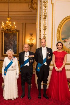 The Duchess of Cambridge and Her Majesty the Queen have a close bond that is evident when they are around each other,… Prince Philip Queen Elizabeth, Prince Phillip, English Royal Family, British Royal Families, The Duchess, Duchess Of Cambridge, Prinz Carl Philip, Princesa Elizabeth, Palais De Buckingham