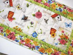 Acolchado de jardín de flores de mesa runner por KellettKreations