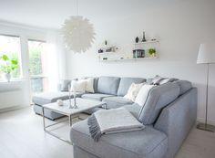 #livingroom #livingroomarea #greycouch #carraramarble #marbletable #normanncopenhagen #norm69 #klippansyllefabrik #stingpocket #pillows #klong #gloria