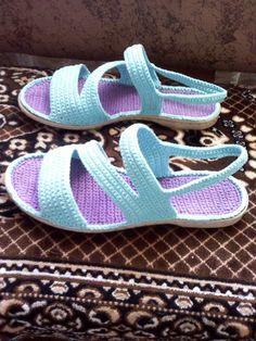 (78) Одноклассники Crochet Sandals, Crochet Boots, Crochet Gloves, Diy Crochet, Baby Sandals, Bare Foot Sandals, Knit Shoes, Sock Shoes, Crochet Flip Flops