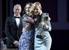 Cate Blanchett se marca un bailecillo al recoger el premio del Festival de Palm Springs - Hay una lesbiana en mi sopa