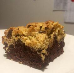 Üstü kurabiye, altı browni. E daha ne olsun? Chocolate Cake, Turkey, Desserts, Recipes, Food, Chicolate Cake, Tailgate Desserts, Chocolate Cobbler, Deserts
