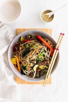 JAPCHAE (KOREAN GLASS NOODLE STIR FRY) Korean Sweet Potato Noodles, Korean Glass Noodles, Cold Pasta Dishes, Korean Dishes, Korean Food, Yummy Pasta Recipes, Drink Recipes, Marinated Beef, Asian Recipes