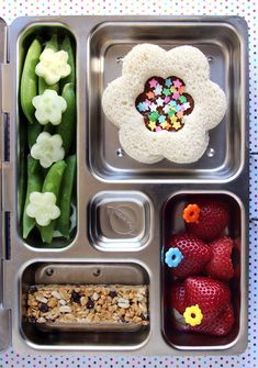 Healthy (But Fun!) Lunches for Kids 10 Sunny Spring Bento Boxes t… Healthy (But Fun!) Lunches for Kids 10 Sunny Spring Bento Boxes to Brighten Up Lunch Time Bento Box Lunch For Kids, Bento Kids, Kids Lunch For School, Lunch Snacks, School Lunches, Box Lunches, Bento Lunch Ideas, Lunchbox Ideas, School Fun
