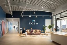HLW has completed the premier office design for Zola, a wedding registry and planning company, located in New York City, New York. Zola, an online wedding City Office, Open Office, Office Spaces, Modular Lounges, Modular Sofa, 7 World Trade Center, Office Reception Design, Waiting Area, Workplace Design