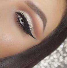 Gold glitter ✨ Cut crease Make up in 2019 Eye makeup cut eye makeup glitter cut crease - Eye Makeup Glitter Eyebrows, Glitter Makeup, Glam Makeup, Gold Glitter, Glitter Eyeshadow, Eyeshadow Pencil, Bright Eyeshadow, Mineral Eyeshadow, Glittery Nails