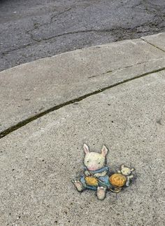 "David Zinn: ""A Moment of Leporid Urban Raveling."" Or Hare Knit - Lost to rain, June 2014 Murals Street Art, 3d Street Art, Street Art Graffiti, Street Artists, Graffiti Artists, David Zinn, Pablo Picasso, New York Graffiti, Pavement Art"