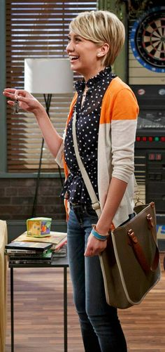 Riley Perrin wears a Caslon V-Neck Cardigan on Baby Daddy. Hairstyles Haircuts, Trendy Hairstyles, Short Hair Cuts, Short Hair Styles, Quoi Porter, Long Pixie, Pixie Cut, V Neck Cardigan, Fashion Moda
