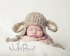Baby lamb hat crochet pattern! #photographyprop #poshpatterns