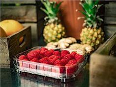 Schnaps selbst brennen - kleines Schnapsbrennseminar VILS | Schnapsbrenn-Seminar | Ingenieurbuero Andreas Heiss | myobis Raspberry, Strawberry, Fruit, Food, Small Bottles, Alcohol, Essen, Strawberry Fruit, Meals