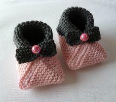 Des chaussons bébé, encore ! Puisque nous travaillons avec le Club de tricot maintenant en collaboration avec la Croix-Rouge et que la...