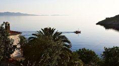 Hydra, Spetses, Poros ... Si leur architecture se ressemble, ces trois îles du golfe Saronique affichent une atmosphère différente.