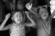 children worshiping Jesus!