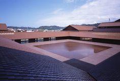 Shimane Arts Center by Hiroshi Naito Museum Architecture, Japanese Architecture, Modern Architecture House, Futuristic Architecture, Modern Houses, Lake Flato, Farm Village, Shimane, Japanese Modern