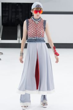 Chanel Spring 2016 Ready-to-Wear Fashion Show - Karl Lagerfeld, Cara Delevingne (Elite)