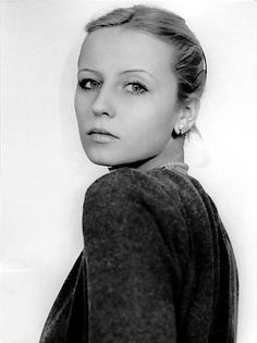 Krystyna Janda, IMO greatest Polish actress (and a good director). This photo ,ust have been taken in the early seventies Famous Polish People, Famous People, Poland People, Polish Films, Culture Pop, Photo B, Celebrity Portraits, Vintage Beauty, Art Music