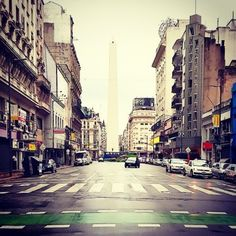 fotosdebuenosaires:  Somos pocos #obelisco #avenidacorrientes #downtown #microcentro #daylife #travel #igersbsas #buenosaires #argentina #fotosdebuenosaires #loves_buenosaires (en Obelisco - Plaza de la República)