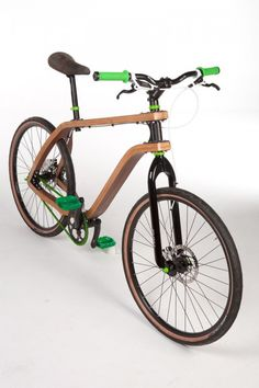 """Ploski Stanislaw, a Polish designer of 24 years, presented in July 2011 this bike """"Bonobo"""" ecological combining natural materials and new technologies."""