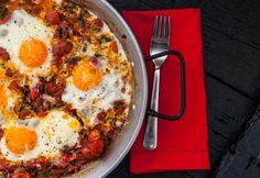 Paradicsomos-spenótos tükörtojás Hungarian Cuisine, Hungarian Recipes, Diet Recipes, Healthy Recipes, Healthy Meals, Love Food, Hamburger, Eggs, Cooking
