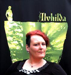 Tröst för ett knytt: Pernilla kommer att analysera böcker inom fantastikområdet utifrån framförallt genusperspektiv. Det kommer att bli riktigt intressant att följa... :-)