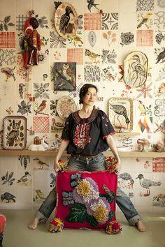 자유로움을 바탕으로 솔직한 감정을 표현하는 나탈리 레테는 화가, 일러스트레이터, 디자이너로 활동하면서 풍부한 색감과 자유로운 느낌, 즐겁고 행복한 감성을 선사하고 있다. 그녀의 그림은 생활소품뿐 아니라 가구, 의류까지 다양한 분야, 수많은 브랜드와의 컬래버레이션으로 만날 수 있다.