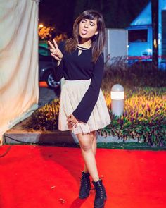 Shirley Setia is an indo Kiwi Singer. Hindustan Times and Forbes featured Setia as Bollywood's Next Big Singing Sensational. Cute Girl Poses, Cute Girl Pic, Stylish Girl Pic, Indian Celebrities, Bollywood Celebrities, Bollywood Actress, Social Media Awards, Cute Preppy Outfits, Shirley Setia