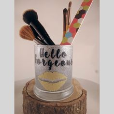 Finally a makeup brush holder worthy of your brushes!