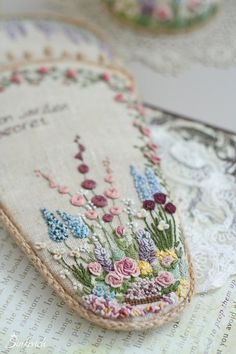 Wonderful Ribbon Embroidery Flowers by Hand Ideas. Enchanting Ribbon Embroidery Flowers by Hand Ideas. Hungarian Embroidery, Brazilian Embroidery, Learn Embroidery, Japanese Embroidery, Silk Ribbon Embroidery, Vintage Embroidery, Embroidery Stitches, Embroidery Patterns, Hand Embroidery