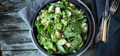 Bilde av lun potetsalat med babyspinat, rødløk og urter