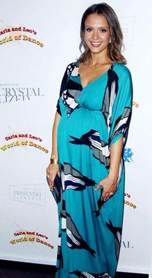 Jessica Alba maternity fashion