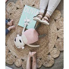 Time to unwind for the day & do some reading with my little birdie's! #lovethesekids #storytime #books #reading #familytime #myfavouritetime #hellolittlebirdie #interiorstylistforkids #interiordesigner #styling #kidsrooms #bedroom #billiesroom #wishitwasmyroom