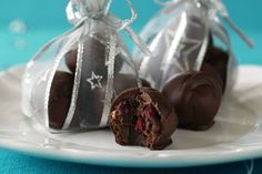 Handmade cranberry and almond chocolates recipe, NZ Herald – Makes 24 - Eat Well (formerly Bite) Edible Christmas Gifts, Edible Gifts, Christmas Recipes, Christmas Ideas, Xmas, Food Hub, Fun Food, Delicious Desserts, Dessert Recipes