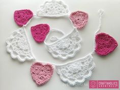 Hearts and Doilies Crochet Valentine Bunting Tutorial Doily Bunting, Crochet Bunting, Crochet Garland, Crochet Doilies, Bunting Ideas, Chunky Crochet, Cute Crochet, Knit Crochet, Crochet Hook Sizes