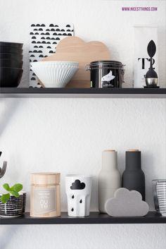 Unsere Küche in Schwarz und Weiß                                                                                                                                                                                 Mehr Nordic Living, Home And Living, Kitchen Shelves, Kitchen Decor, Nordic Kitchen, Scandinavian Interior, Scandinavian Style, Kitchen Stories, Interior Decorating