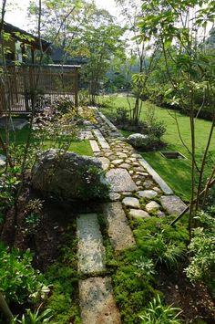 Japanese Garden Style, Japanese Garden Landscape, Garden Structures, Garden Paths, Back Gardens, Outdoor Gardens, North Garden, Garden Deco, Garden Styles