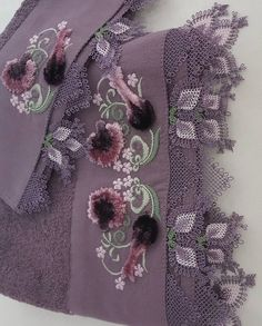 Fotoğraf açıklaması yok. Embroidery Flowers Pattern, Flower Patterns, Hand Embroidery, Knitted Shawls, Knitted Poncho, Knit Shoes, Needle Lace, Bargello, Sweater Design