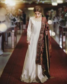 Asian Wedding Dress Pakistani, Indian Wedding Gowns, Pakistani Fashion Party Wear, Pakistani Dresses Casual, Indian Bridal Outfits, Pakistani Dress Design, Pakistani Clothing, Indian Fashion, Casual Dresses