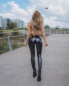Womens Workout Outfits, Sport Outfits, Workout Clothes Cheap, Sports Hoodies, Latest Tops, Two Piece Dress, Black Tank Tops, Leggings Are Not Pants, Shiny Leggings