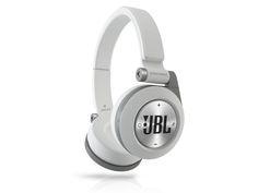 JBL E40 -kuulokkeet, 85 €. Tyylikkäät Bluetooth-kuulokkeet, joilla voit jakaa musiikin myös kavereille. Norm. 99 €. Sonera Kauppa, E-taso