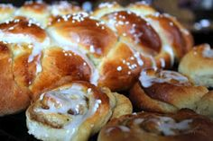 An easy and delicious recipe for Finnish Cardamom Bread called Pulla. Loaf Recipes, Cooking Recipes, Dinner Recipes, Finnish Recipes, Great Recipes, Favorite Recipes, Braided Bread, Good Food, Yummy Food
