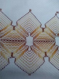 Resultado de imagem para Pinterest vagonite pasta bordados Embroidery Stitches, Hand Embroidery, Broderie Bargello, Swedish Weaving Patterns, Lace Dream Catchers, Swedish Embroidery, Monks Cloth, Bobbin Lace, Pattern Books