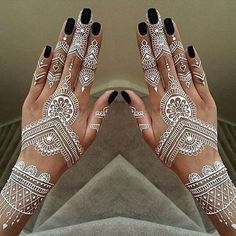 Unique and trendy White Henna Designs images are found on this article. White henna design give a fashionable look. Henna Hand Designs, Henna Tattoo Designs, All Mehndi Design, Mehndi Design Photos, Beautiful Henna Designs, Tattoo Designs For Women, Mehandi Designs, Tattoos For Women, Henna Tattoos