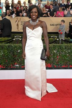 Our favorite red carpet looks from the SAG Awards 2017! Check out all of the best dressed celebrities from the 2017 Screen Actors Guild Awards. Viola Davis looked stunning in Vivienne Westwood!